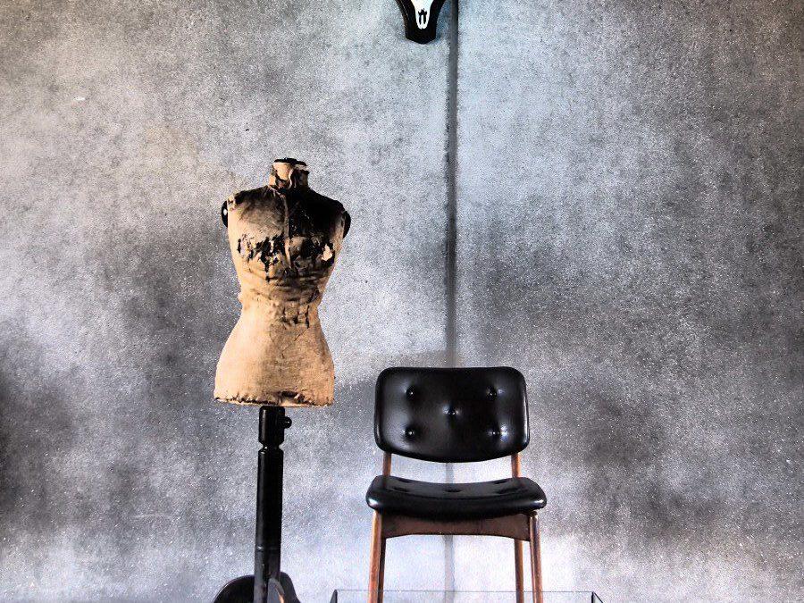 Alexandra Gebhart -Stillleben mit Stuhl